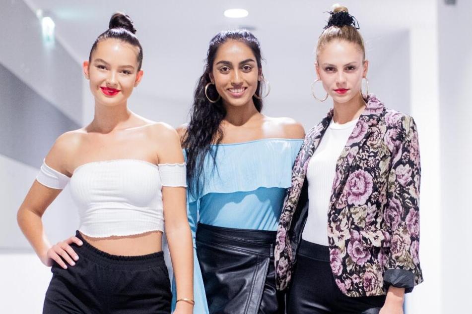 Zusammen mit ihren Model-Kolleginnen Cäcilia (l) und Sayana (m) sollte Simone bei der Show in Berlin laufen.