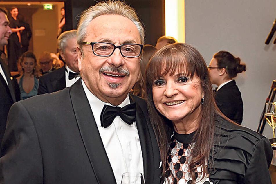Sammelte Punkte: Christine Stumph (70) begleitete ihren Mann Wolfgang (73) in einem schwarz-weißen, auffälligen Punktkleid.