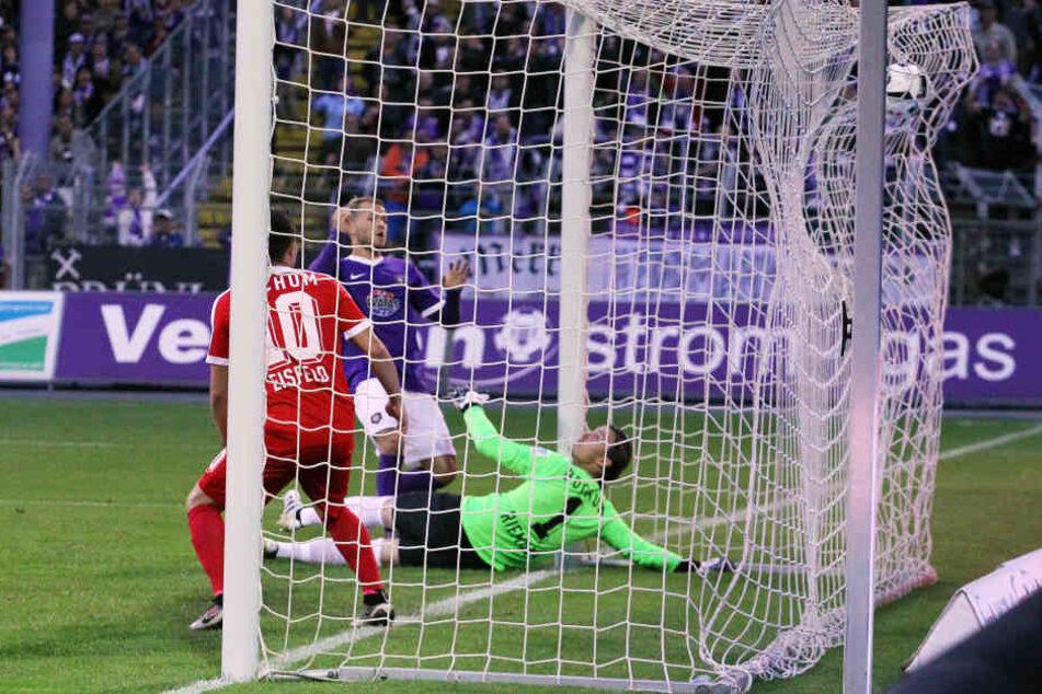 Nach der frühen Führung der Bochumer kam die Antwort postwendend: In Minute 5 trifft Köpke zum 1:1.
