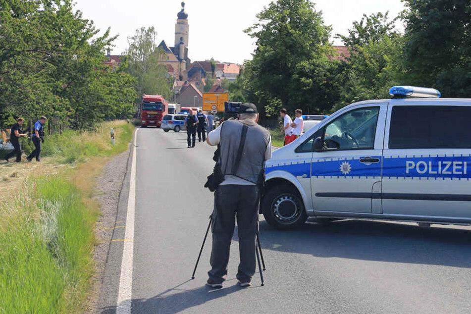 Radler tot im Graben: Autofahrer flüchtet nach Crash