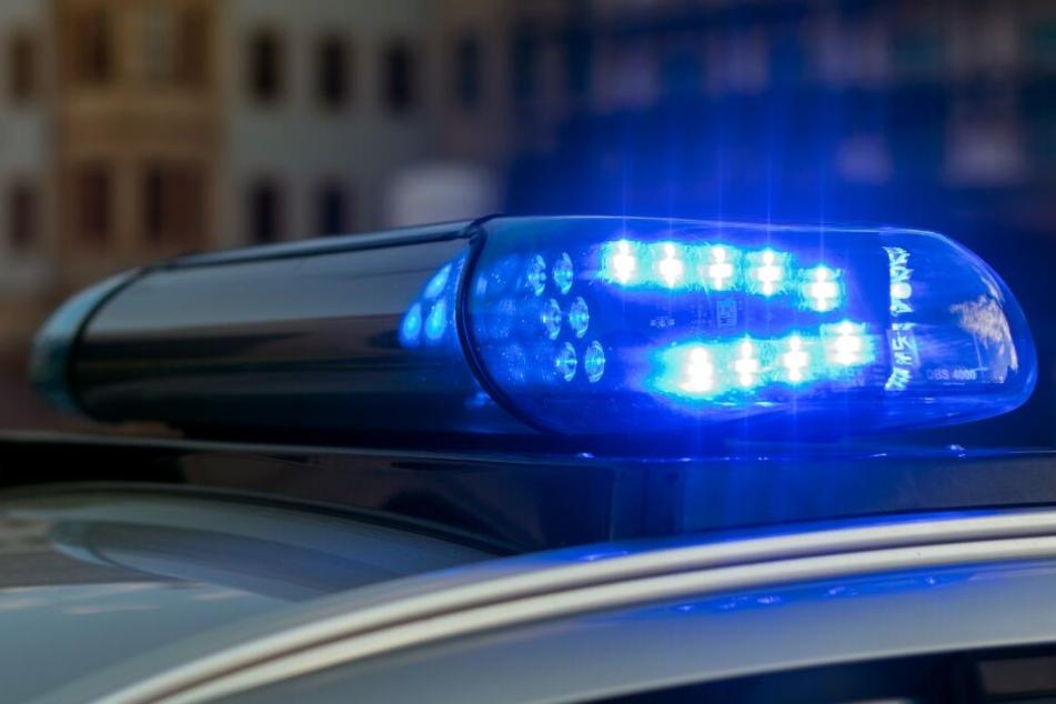Die Polizei musste einige Unfallstellen sperren. (Symbolbild)