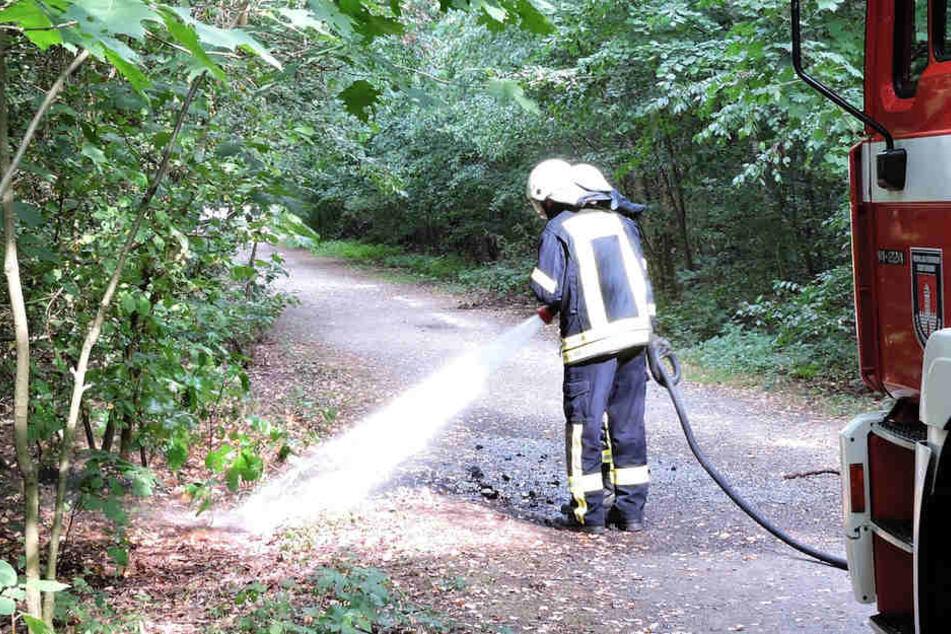 Die Feuerwehr löschte die Glut und verhinderte Schlimmeres.