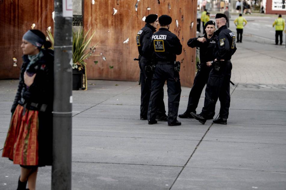 Die Polizei hat auf dem Oktoberfest alle Hände voll zu tun. (Symbolbild)