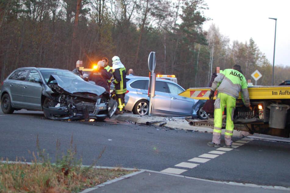 Zahlreiche Rettungskräften eilten zur Unfallstelle an der S43 in Naunhof.