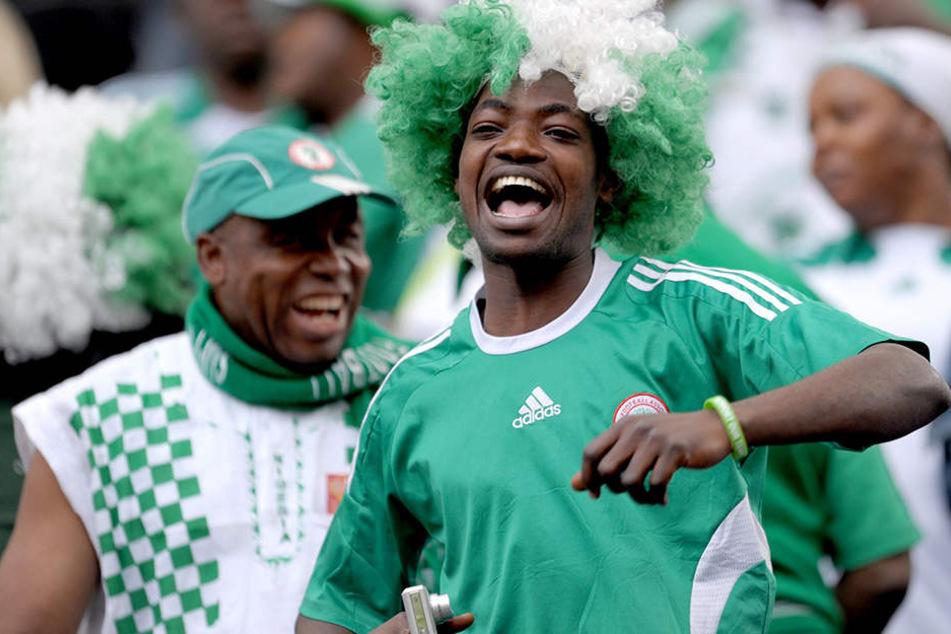 Die Fans von Nigeria müssen stark bleiben. Die traditionellen Glücksbringer dürfen nicht mit ins Stadion.