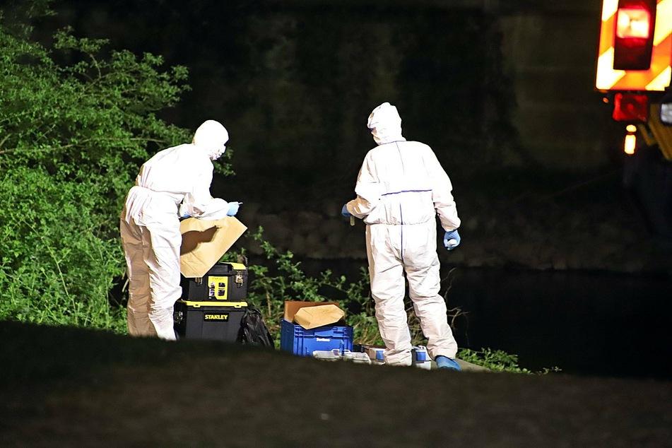 Ermittler sicherten spuren am Tatort des Verbrechens in Wuppertal.