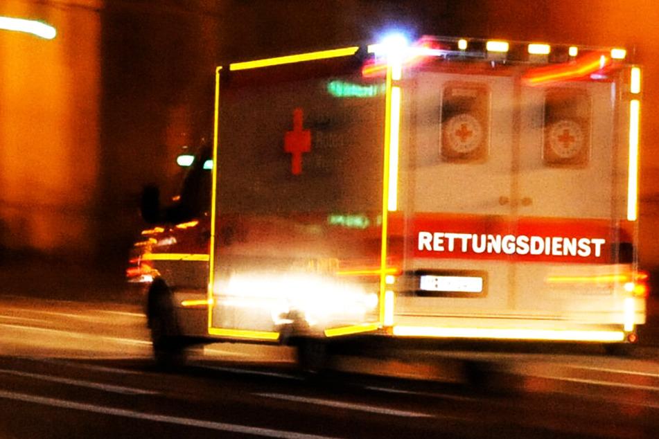 Schlimme Szenen: Auto erfasst Fußgänger, Mann stirbt im Krankenhaus