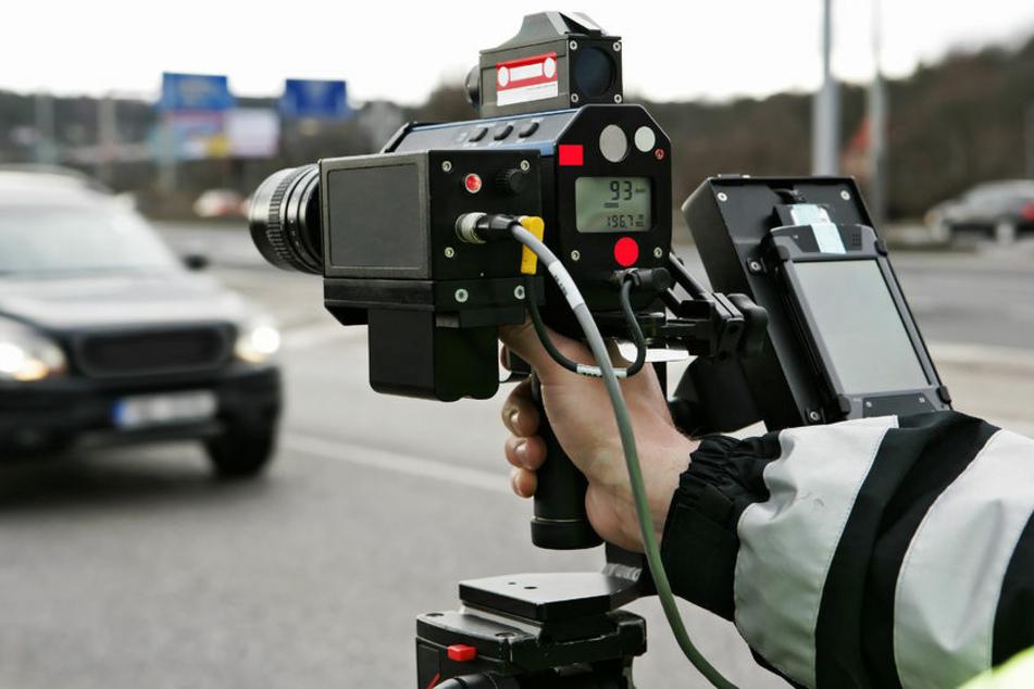 Autofahrer donnert mit 125 km/h durch die Stadt