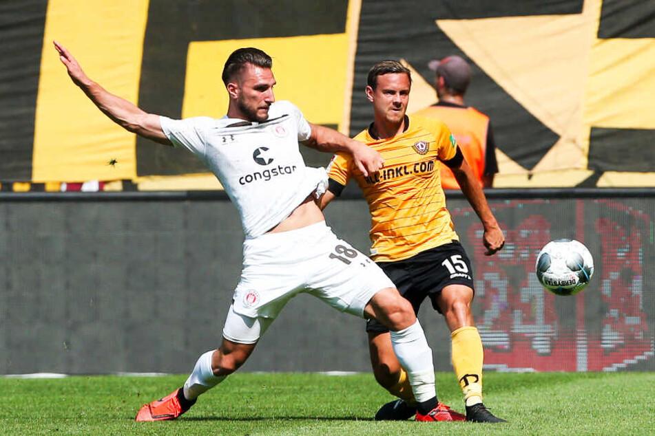 Königstransfer? Chris Löwe (r.), im Zweikampf mit Dimitrios Diamantakos vom FC St. Pauli, konnte die in ihn gesetzten Erwartungen bislang in keinster Weise erfüllen.