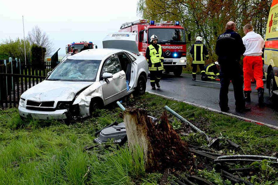Die Rentnerin kam mit ihrem Audi A4 erst im Graben zum Stehen.