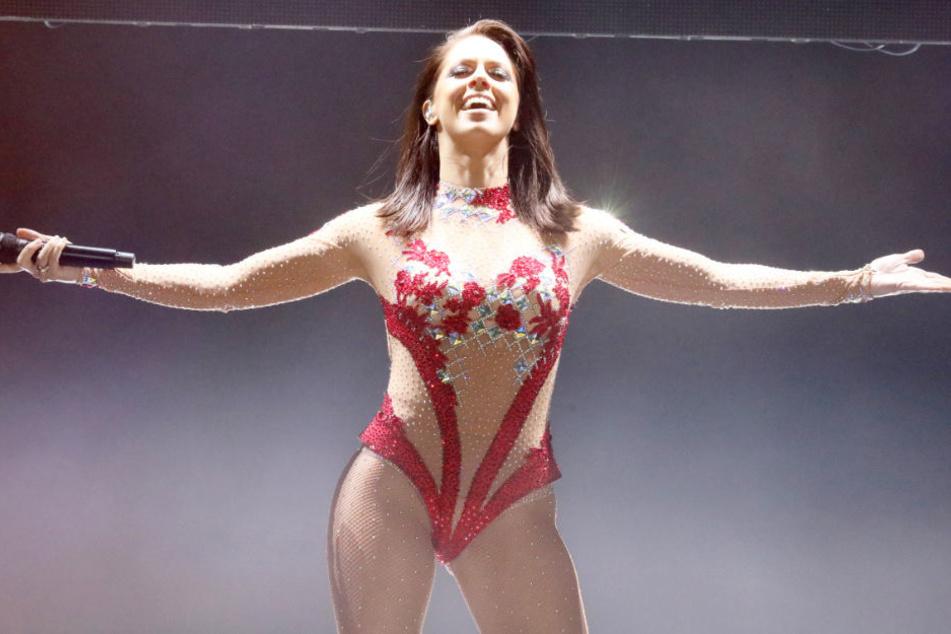 In knappem Outfit betrat Vanessa Mai die Bühne in Rostock.