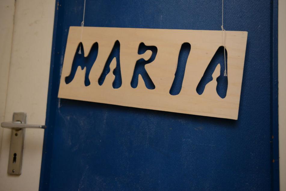 Das Namensschild an ihrem Zimmer in der Wohnung der Eltern.