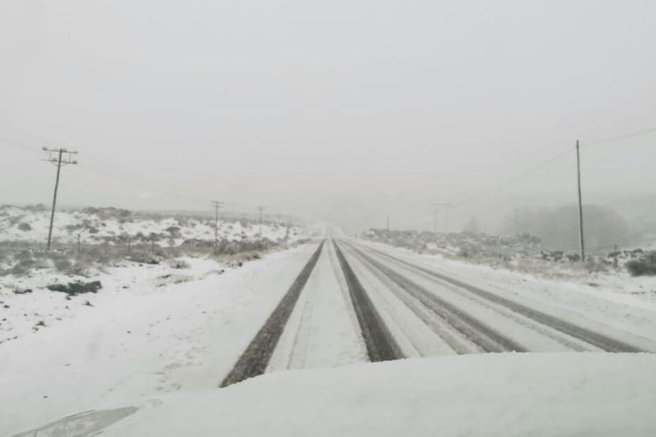 Winter-Alarm in Südafrika! In der Kleinstadt Sutherland sind mehr als 20 Zentimeter Neuschnee gefallen.