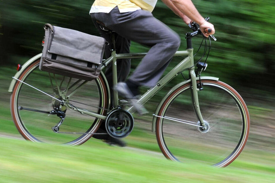 """Moderate Bewegung hilft bei Beinkribbeln, das durch das """"Restless Legs""""-Syndrom verursacht wird."""