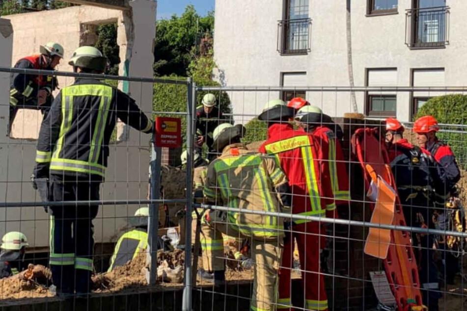 Heftiger Arbeitsunfall: Bauarbeiter bei Abrissarbeiten verschüttet