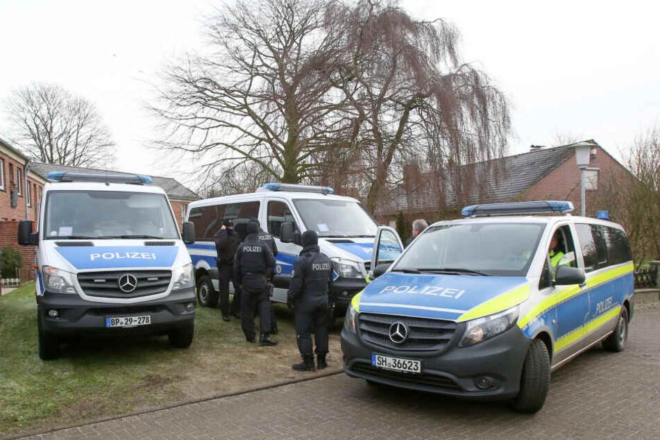 hier im Kreis Dithmarschen wurde das terrorverdächtige Trio festgenommen, zwei weitere Männer sitzen in diesem Zusammenhang nun ebenfalls in U-Haft.