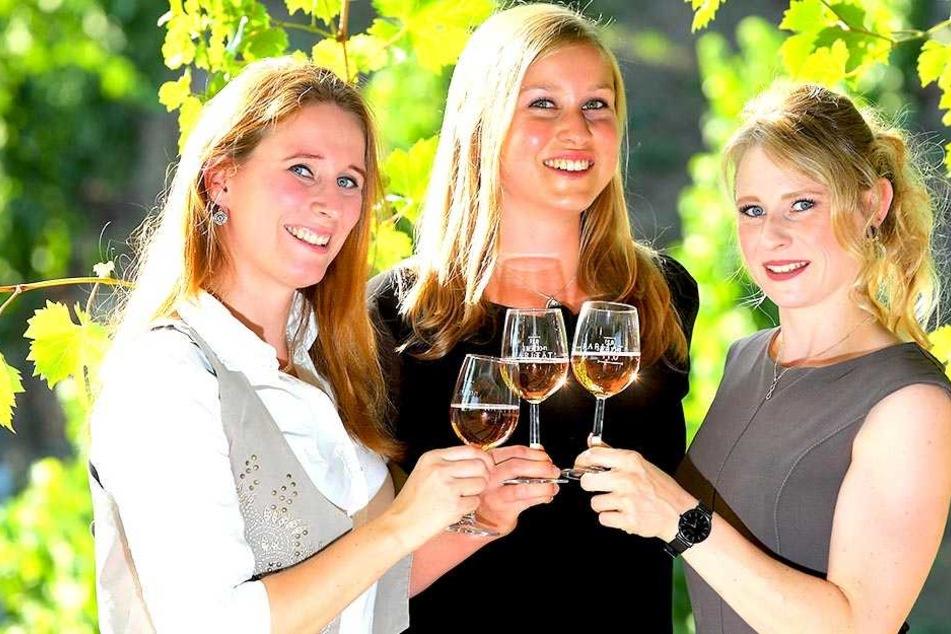 Sie wollen Sachsens 31. Weinkönigin werden: Katrin Hecht (27), Lisa Leinemann (26) und Ann-Kathrin Schatzl (27, v.l.).