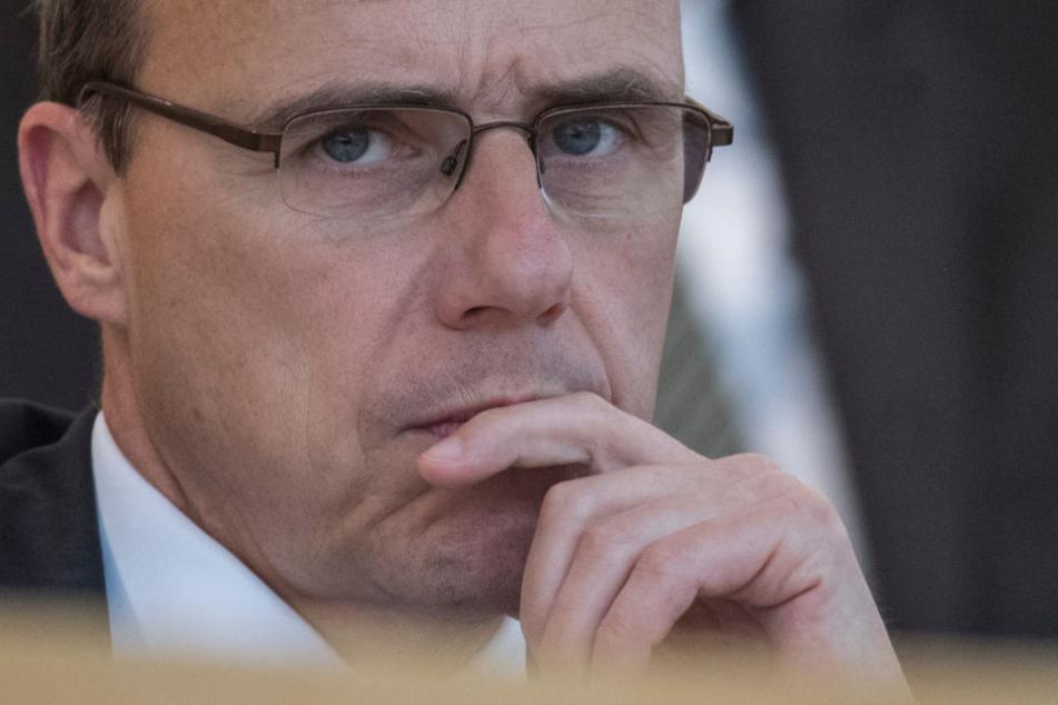 Hessens Innenminister Peter Beuth will alles in seiner Macht stehende tun um die Verantwortlichen zur Rechenschaft zu ziehen.