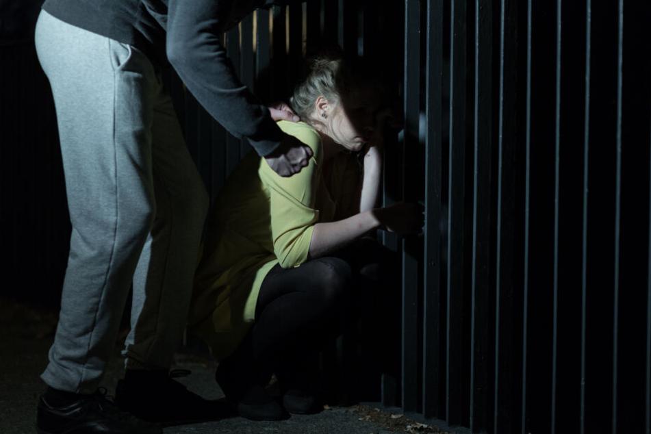 Im Keller: Sex-Attacke auf junge Frau in Bonn