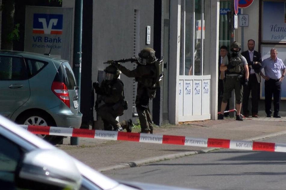 Banküberfall nahe Mannheim: Polizei nimmt Mann (57) fest!