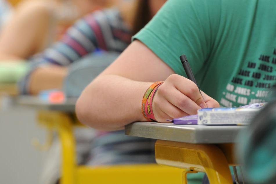 Die Schule hatte die Prüfungsaufgaben nicht gemäß den Sicherheitsvorschriften aufbewahrt (Symbolbild).