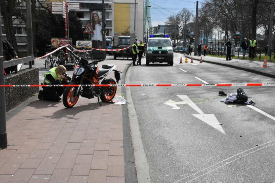 Der Unfallort wurde für die Ermittlungen abgesperrt.