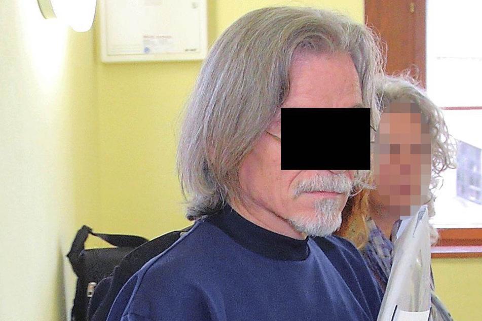 Harry L. (62) kam diesmal endlich ins Amtsgericht Dippoldiswalde - in Handschellen.