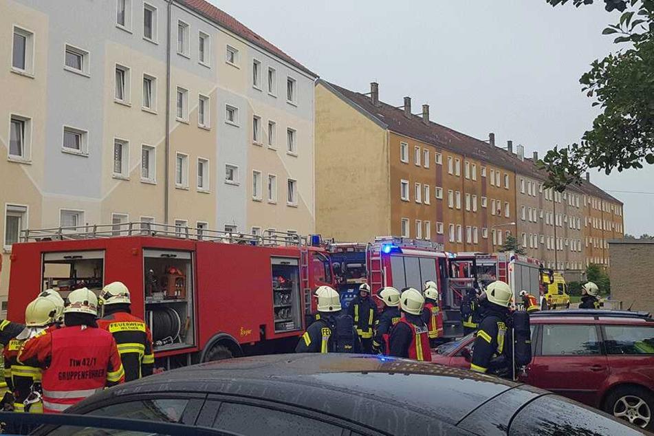 Dutzende Kameraden waren vor Ort, um das Feuer zu löschen.