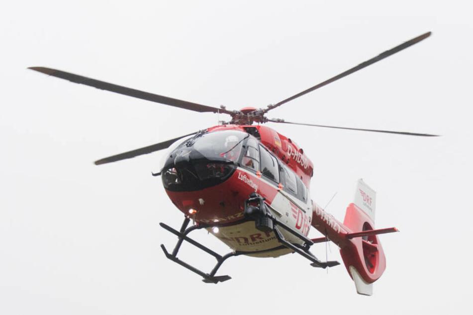 Ein 36 Jahre alter Mann wurde lebensgefährlich verletzt mit einem Rettungshubschrauber in die Uni-Klinik nach Gießen geflogen (Symbolbild).