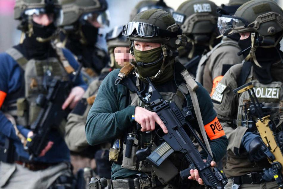 Ein Sondereinsatzkommando der Polizei stürmte das Haus (Symbolbild).