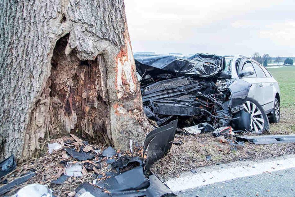 Schwerer Frontalcrash auf B180: Fahrer verletzt