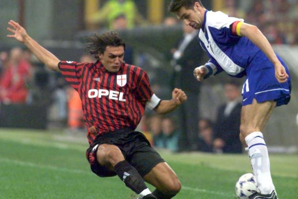 Michael Preetz im Duell mit Milan-Legende Paulo Maldini während des Champions-League-Spiels beim AC Mailand (1:1).