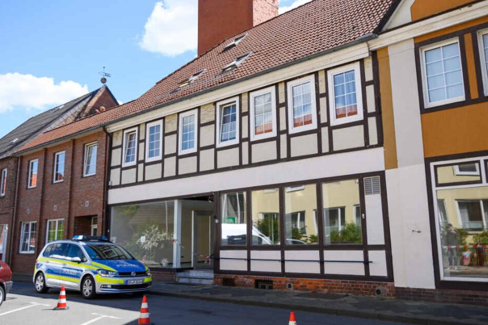 In einer Wohnung in Niedersachsen wurden zwei weitere Leichen gefunden.
