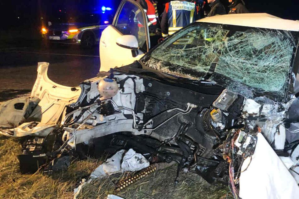 Frontal-Unfall reißt Autos in Stücke
