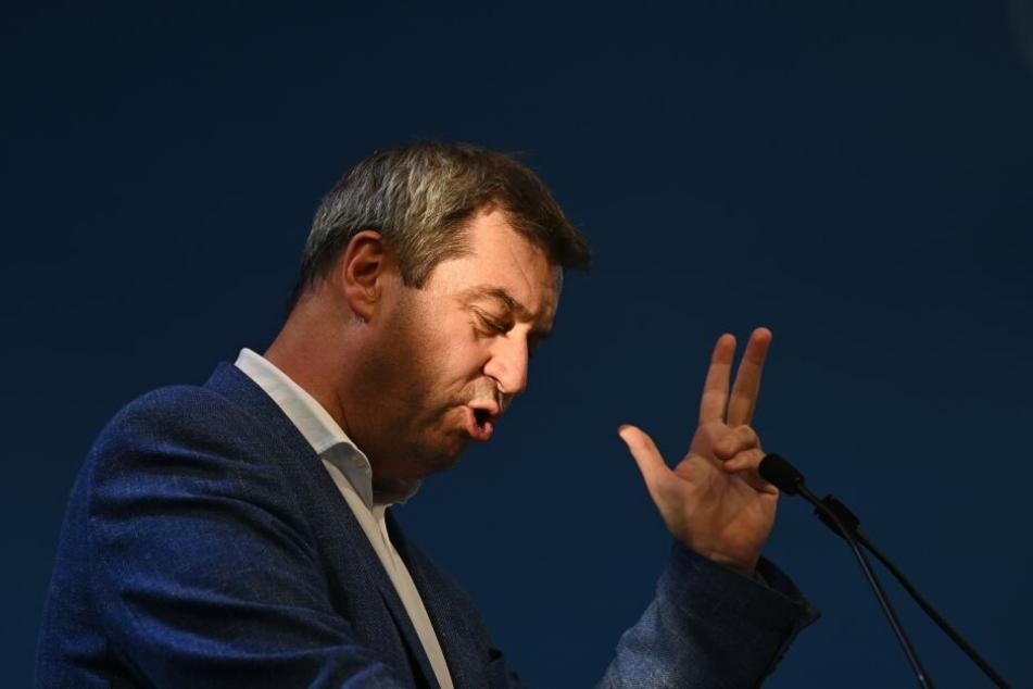 Weil Ministerpräsident Markus Söder (CSU) nicht von Fahrverboten hält, wollen in einige hinter Gitter sehen.