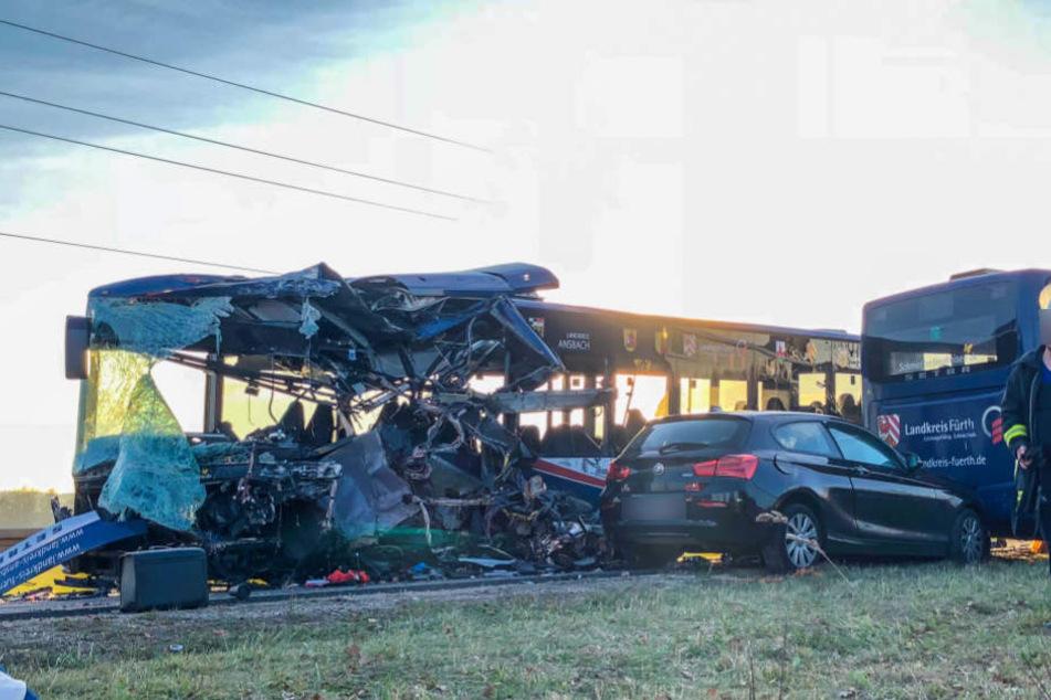 Bei dem Unglück wurden 12 Fahrgäste schwer verletzt.