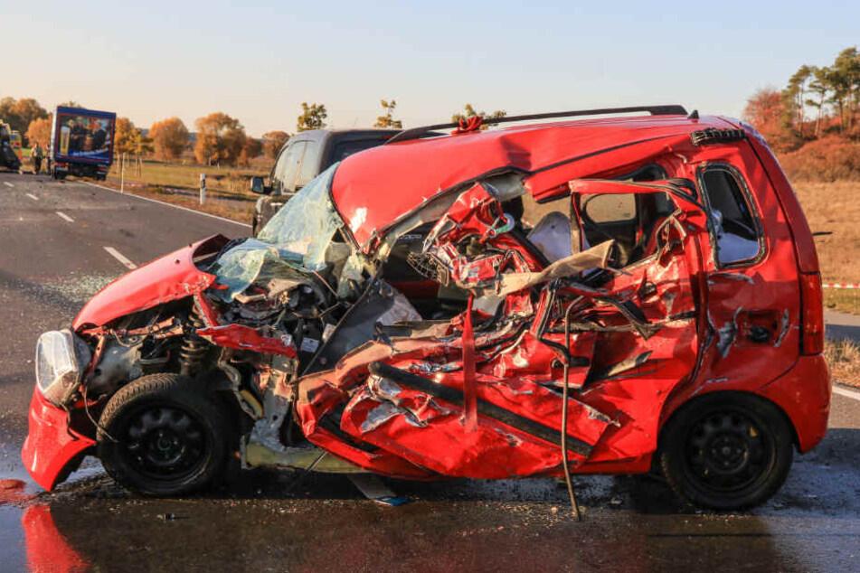 Das Fahrzeug wurde vollkommen zerstört.
