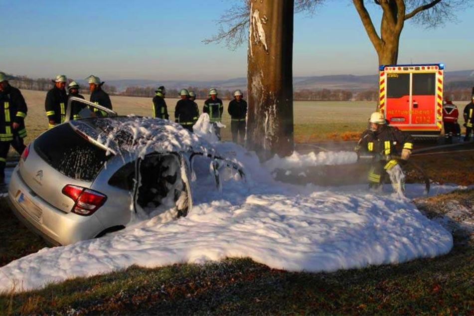 Das Auto des 75-Jährigen krachte gegen einen Baum.