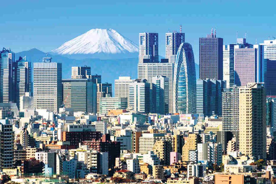 Wahlheimat im Land der aufgehenden Sonne: moderne Skyline von Tokio mit dem Vulkan Fuji im Hintergrund.