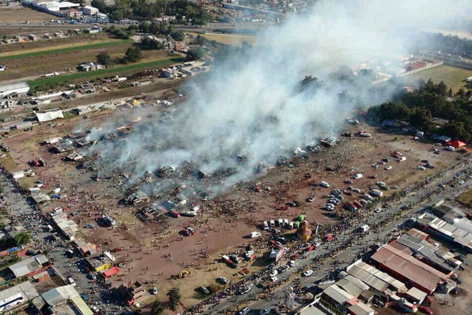 In Mexiko ist es auf einem Markt für Feuerwerk zu mehreren heftigen Explosionen gekommen.