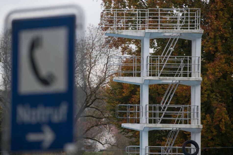 Auf dem Sprungturm im Mineral-Freibad Bad-Wimpfen jam es 2015 zu dem Unfall, bei dem ein 35-jähriger Familienvater starb.