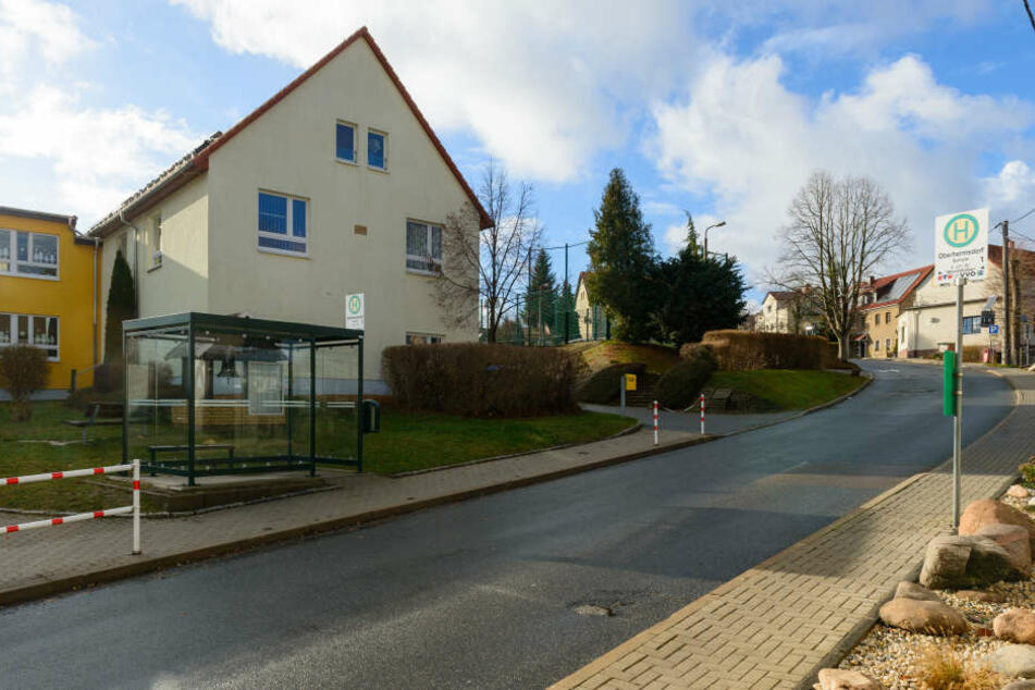 Hier an der Hauptstraße im Wilsdruffer Ortsteil Oberhermsdorf geschah das tragische Unglück.