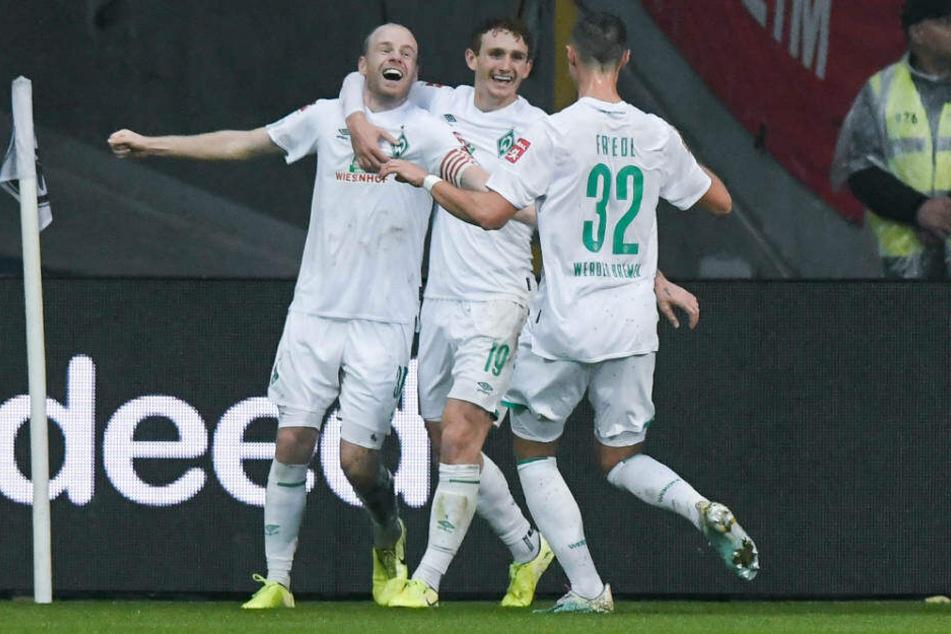 Werder Bremen bejubelt die zwischenzeitlich Führung durch Davy Klaasen (l.).