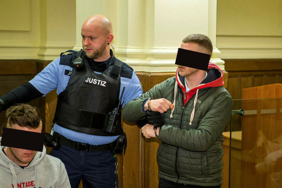 Florian M. (20, l.) und Miles K. (21, r) sind wegen versuchten Mordes angeklagt. Ihnen droht lebenslange Haft.