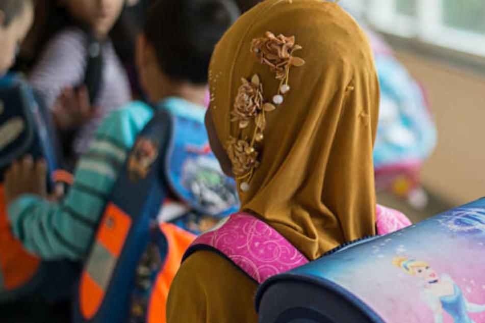 Ein Muslimin an einer deutschen Schule. (Symbolbild)