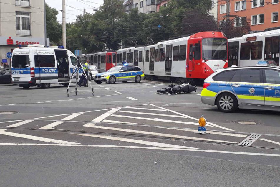 Die Polizei ermittelte am Unfallort in Köln-Deutz.