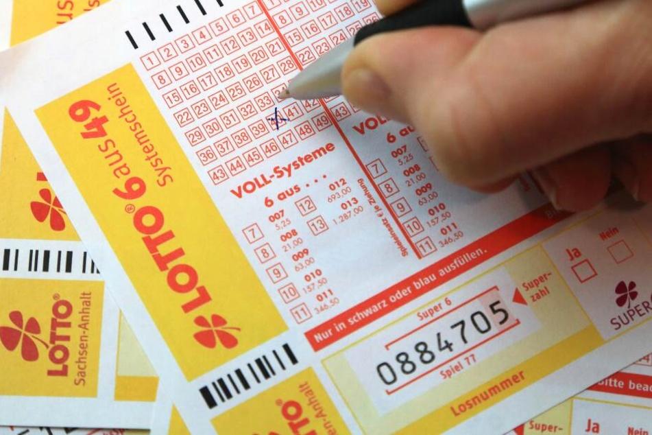 Mit sechs Richtigen wurde ein Lottospieler Millionär. (Symbolbild)
