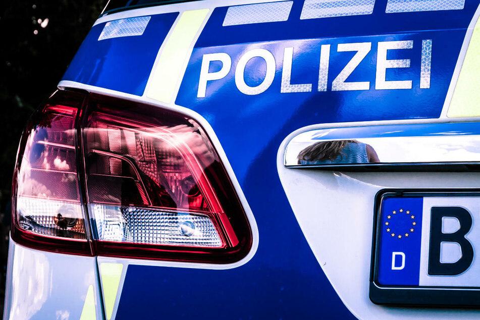 Drei Polizisten verletzten sich bei dem Unfall nach einer Verfolgungsjagd. (Symbolfoto)