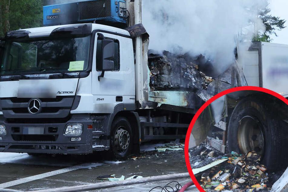 Der Lebensmittellaster auf der A13 brannte fast komplett aus.