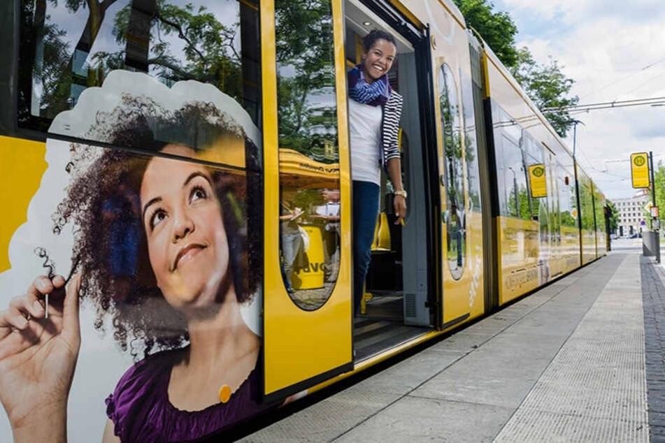 Sommer 2014: Joana fährt in und an der Straßenbahn durch Dresden.